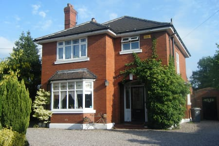 Beautiful house in old market town - Sandbach