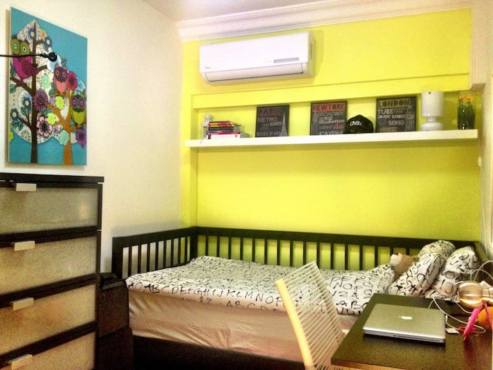 Awesome Yellow Room in the City! Near Orchard Rd!