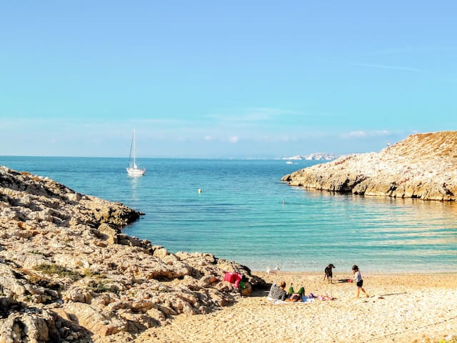Quiet House with Garden among Beaches & Calanques