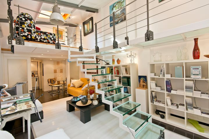 "Bright and Modern ""LOFT OF ART"" in ROME!"