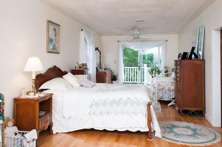 Private Room in a One Family House - Brighton - Casa