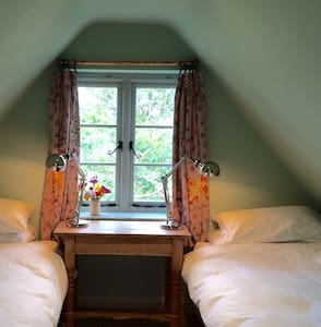 Starnash Farmhouse B&B, Robin Room - East Sussex