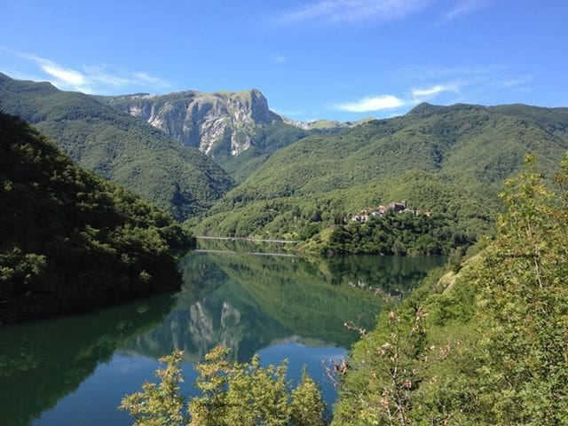 A Tuscan Lakeside Mountain Retreat  - Vagli Sotto  - Penzion (B&B)