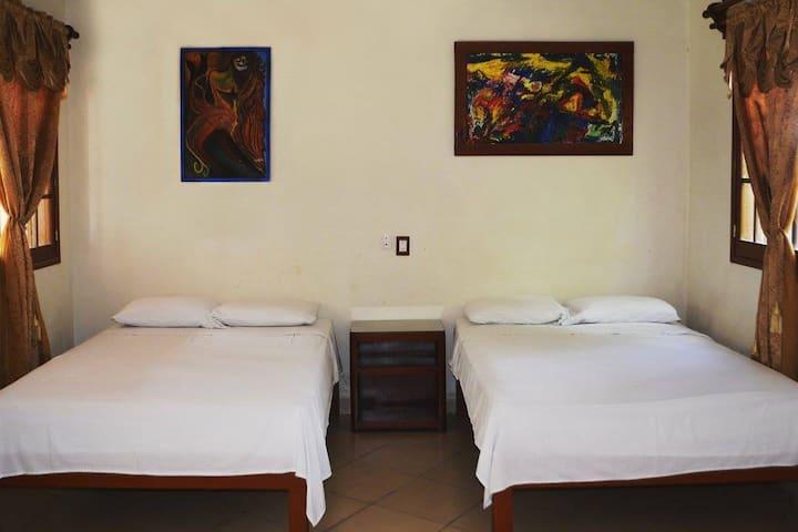 Posada Casa Madrid: habitación doble con 2 camas.