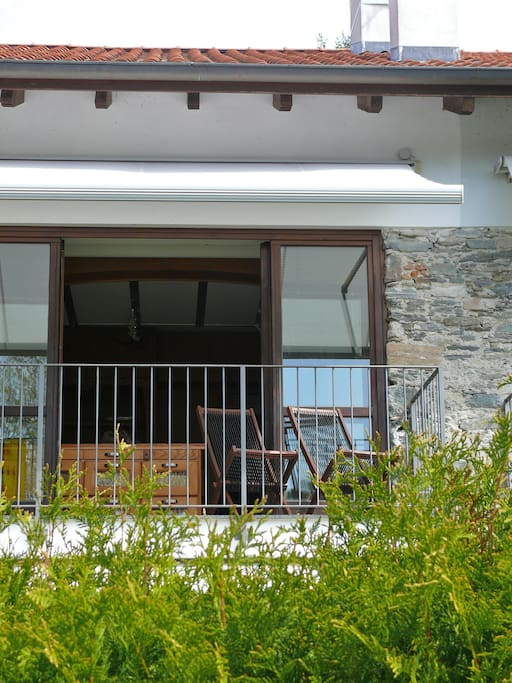 Balkon mit Sonnenmarkise