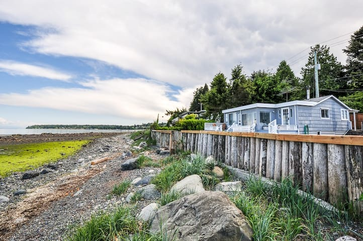 Qualicum Beachside Cottage; Family Friendly on the Beach