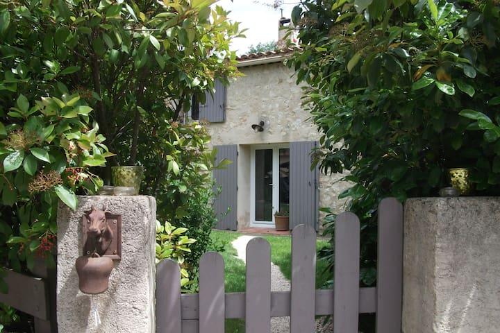 Maison authentique au coeur de la Provence