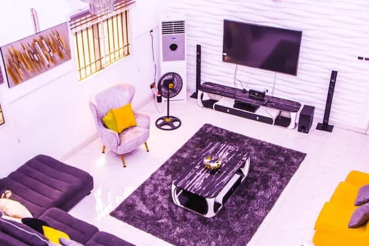 Exquisite & tastefully furnished 4 bedroom duplex