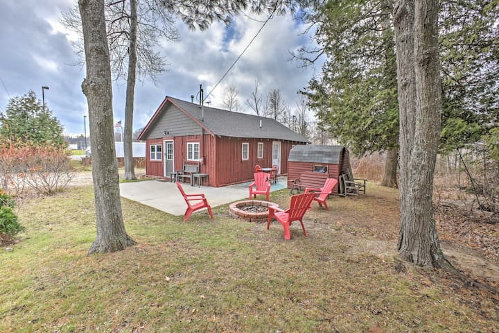 2BR Houghton Lake Cabin - Steps from Lake! - Houghton Lake
