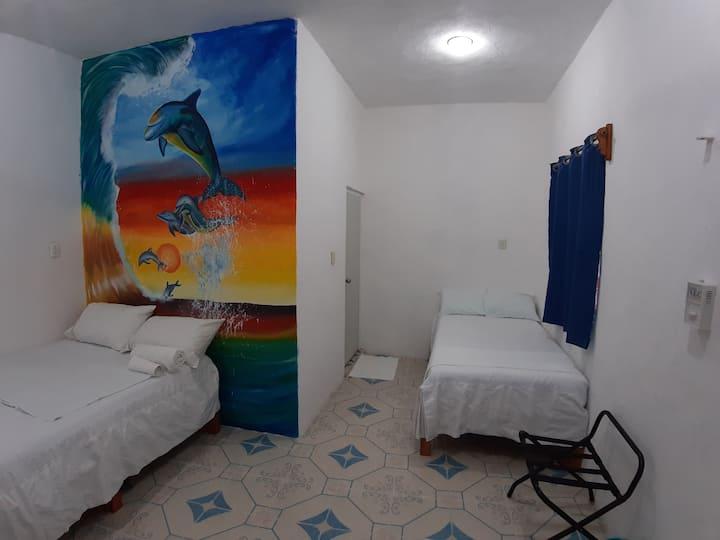 Habitación Delfines. Frente al malecón.
