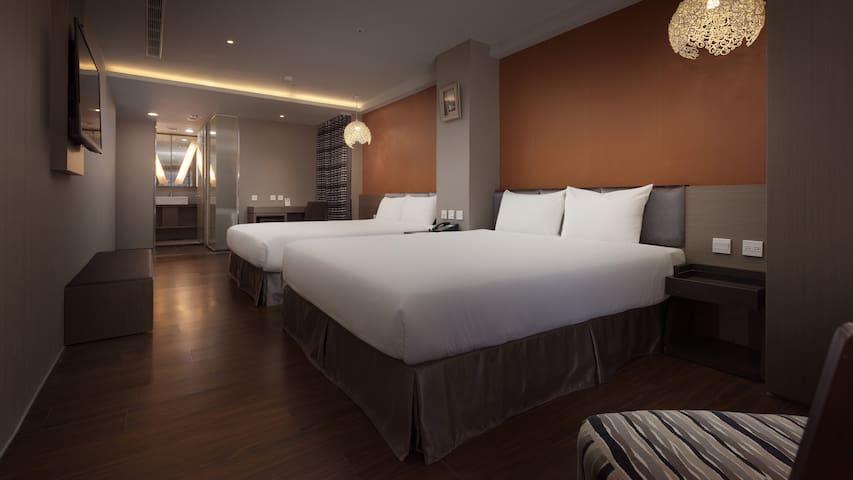 三多商圈站步行3分鐘Fine Hotel#01標準四人房(含獨立衛浴、電梯)NR