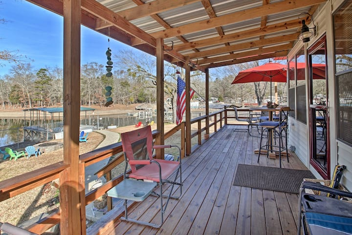 NEW! Lakefront Home: Private Hot Tub & Boat Dock!