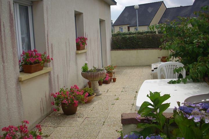 Maison avec jardin sur Plourin