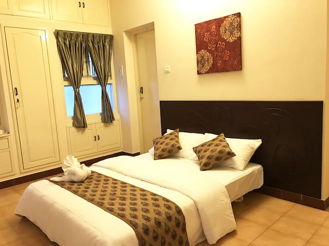 One Deluxe AC Room in a 4 Bedroomed Villa