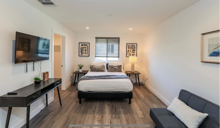 Bright New Home in Eagle Rock (4 beds, sleeps 8!)