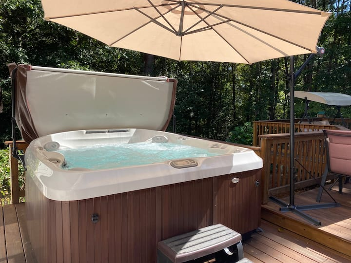 *NEW HOT TUB ADDED* private home in Lawrenceville