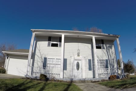THE WHITE HOUSE - $3,000 KING ROOM - Clarksville