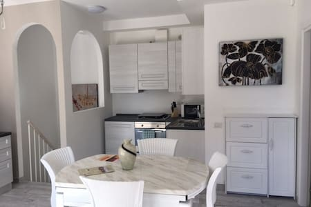 Raffinato appartamento con giardino (app. 3)