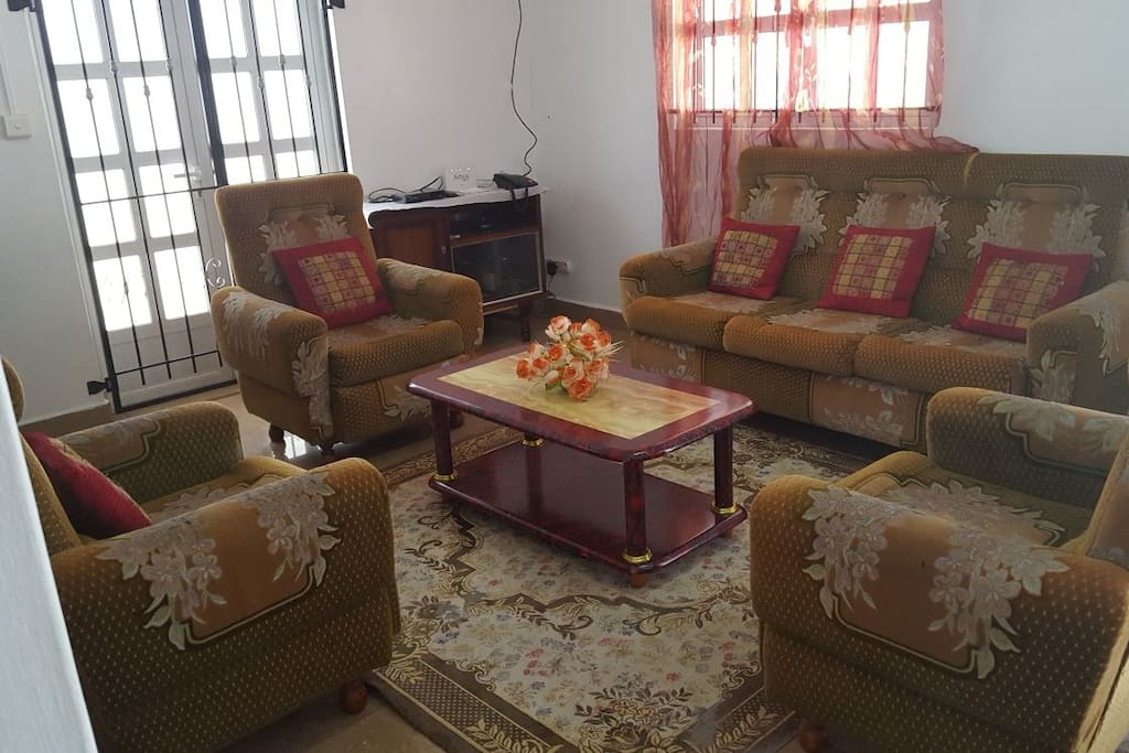 Confortable living room with sofa set