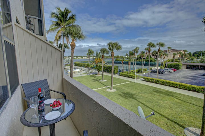 Bay, Pool, Tennis Court Views, 2 Master Suites, Stainless Kitchen, Tile Floors, 3 Flat Screen TV's