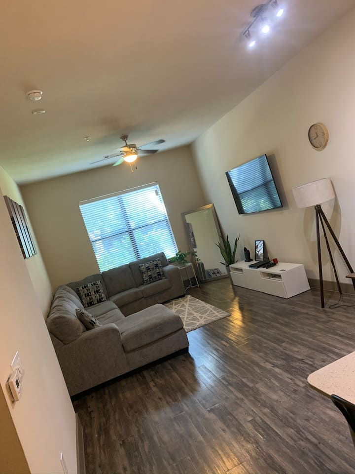 Spacious & Private 1Br/1Ba, Minutes from downtown