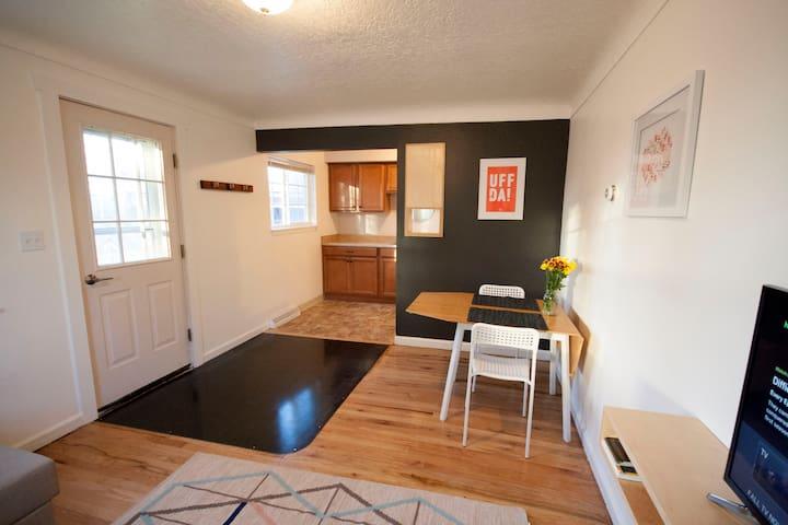 Modern Central Cottage - Billings - Dom