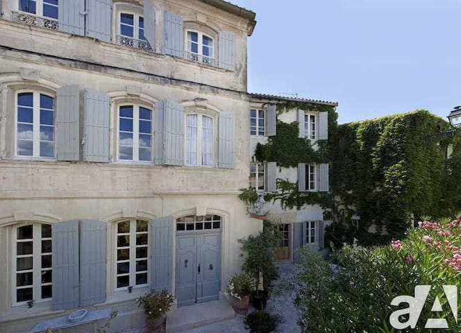 Historic 1740's Mansion In Heart Of Fontvieille - Fontvieille - Casa