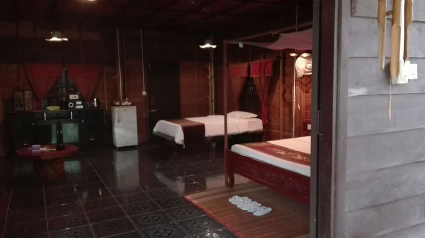 Khmer Village - Luxury Wooden House + Pickup - Krong Siem Reap - 一軒家