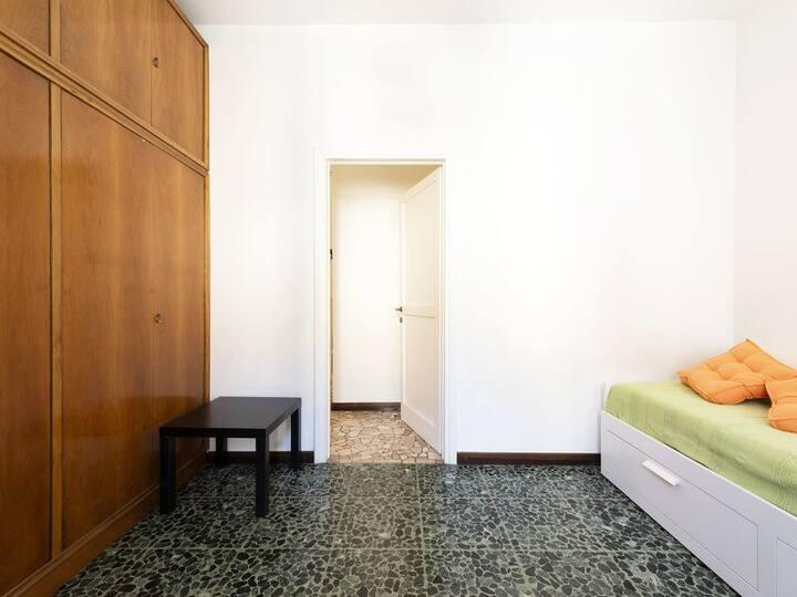 Private room with Balcony - Tibaldi/Bocconi