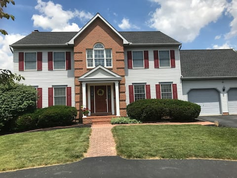 Beautiful Lancaster home with comfortable bed