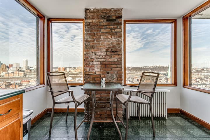 3 BR S Side House with Stunning Views