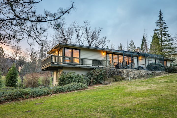 Yosemite Nearby - home w/ deck, screened porch, shared pool - on golf course