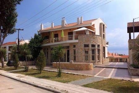Прекрасная двухуровневая квартира с видом на море - Kriopigi