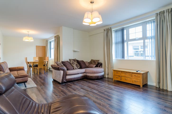 Luxurious City Centre Apartment WEEKLY DISCOUNTS