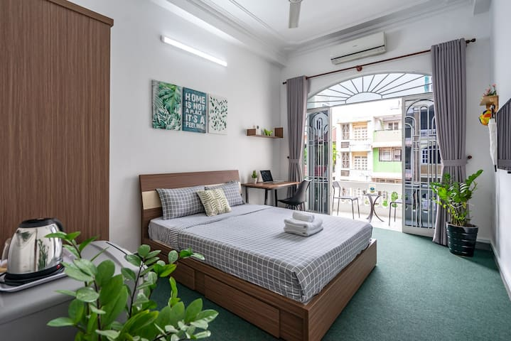 Bright & Fully Furnished Place near History Museum