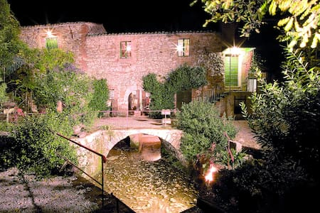 Todi living in an old water mill - Bed & Breakfast