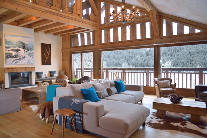 Relaxing lounge at Chalet Cannelle