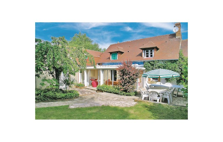 Holiday cottage with 4 bedrooms on 130m² in Brette les Pins