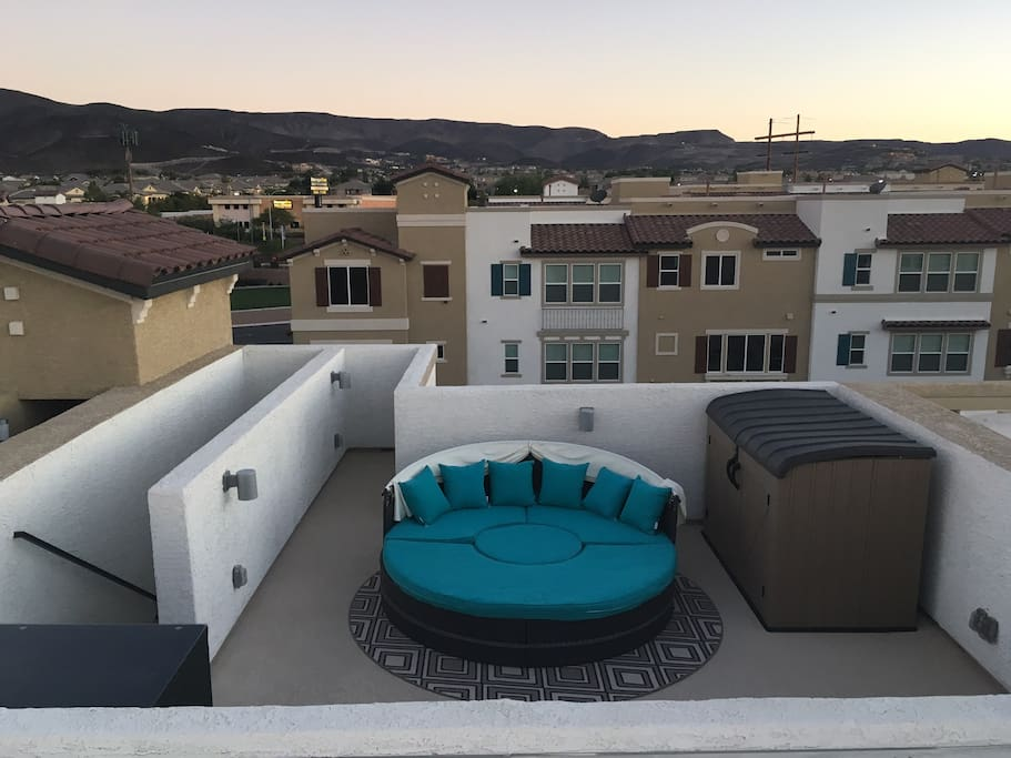 Rooftop Terrace with Daybed and 6 person Table