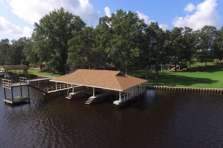 Free WIFI, Fire pit, Boat house, 5 bed/5ba