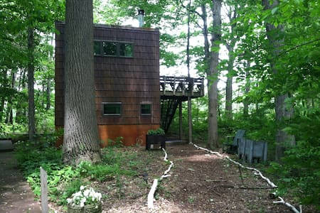 Modern Treehouse, 60 miles from Chi - Michigan City - Casa