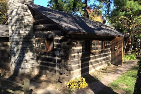 Cozy 1953 Countryside Log Cabin Minutes to STL - Waterloo - Cabaña