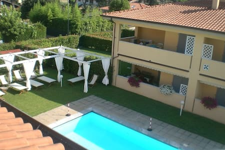 Spacious flat- beautiful residence - Capanne-Prato-Cinquale - Wohnung