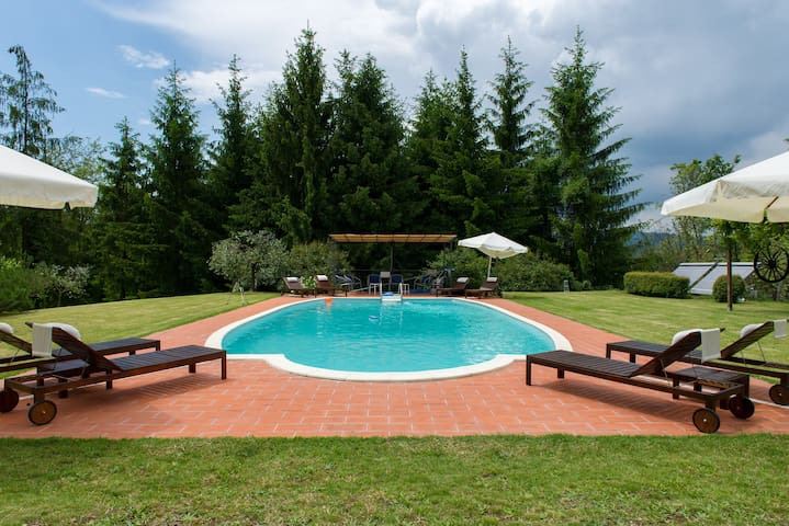 Relax in farmhouse on Tuscan hills! - Province of Pistoia - Daire