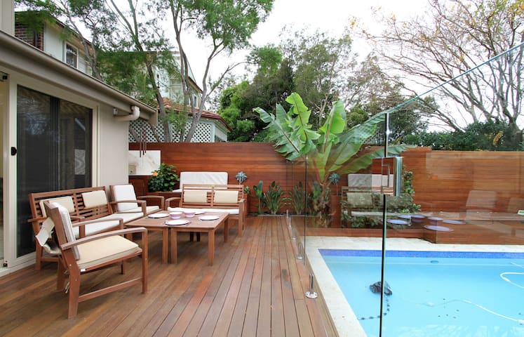 Family Home with pool next to park - Willoughby East - Casa