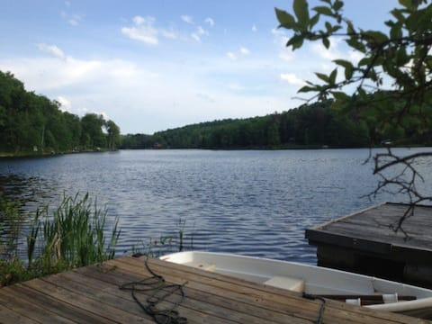 Romantic Catskill cabin on private lake