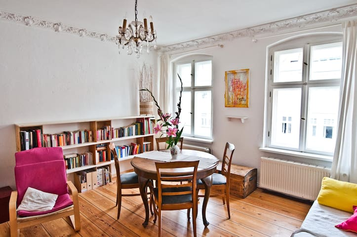 Bright room in 1870s-building, german lessons opt. - Berlín - Byt