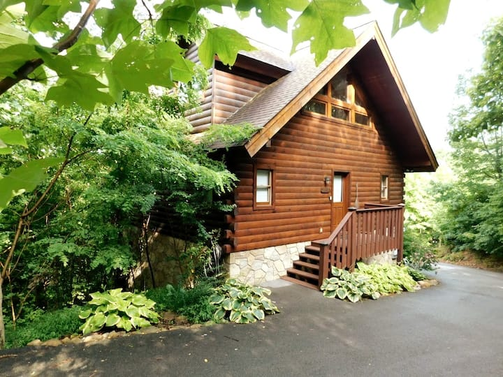 Romantic Honeymoon Cabin In The Smokies Cabins For Rent In Gatlinburg Tennessee United States