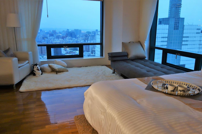 小宅隱藏在稀有的高樓角落, 舒服的俯瞰繁華的城市!