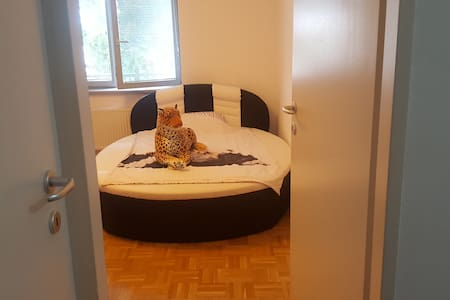 BIG ROOM / LUX KING SIZE BED,IN Front of station - Vienna - Appartamento